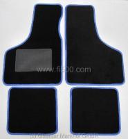 Satz (4 Stück) Schonmatten / Fußmatten in schwarz mit blauem Rand
